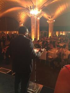 Toronto Conseiller municipal Michael Thompson – un fervent partisan du mouvement des villes intelligentes à Toronto - acceptant le prix des communautés intelligentes de l'année à New York, au sommet de l'ICF